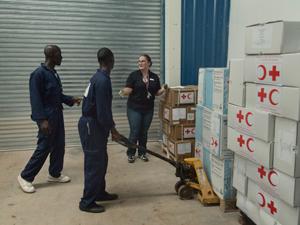 Ebola - Rotkreuzhelfer in einem Lager in Sierra Leone